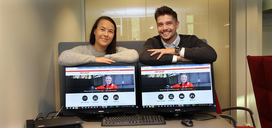 To ansatte i Retura Iris presenterer den nye hjemmesiden.
