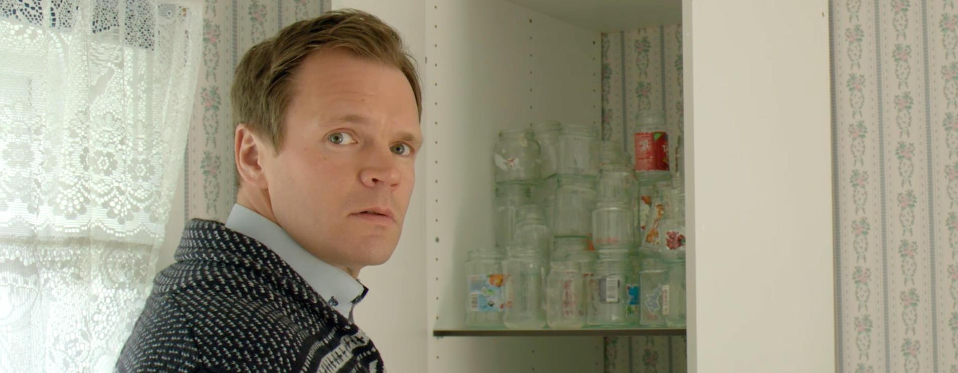 Harald Olset synes det er vanskelig å leve med samboeren når glassamlingen tar overhånd.