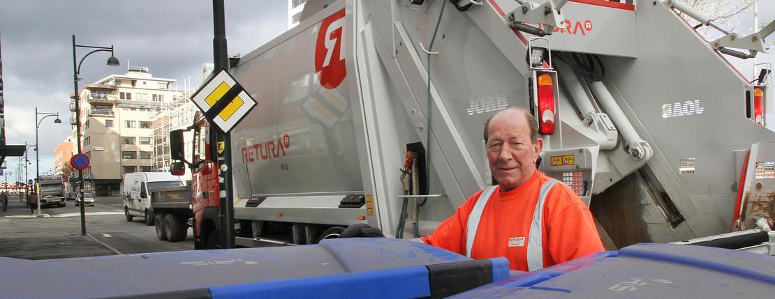 Stein W. Hanssen er 72 år og fortsatt sjåfør i Retura Iris.