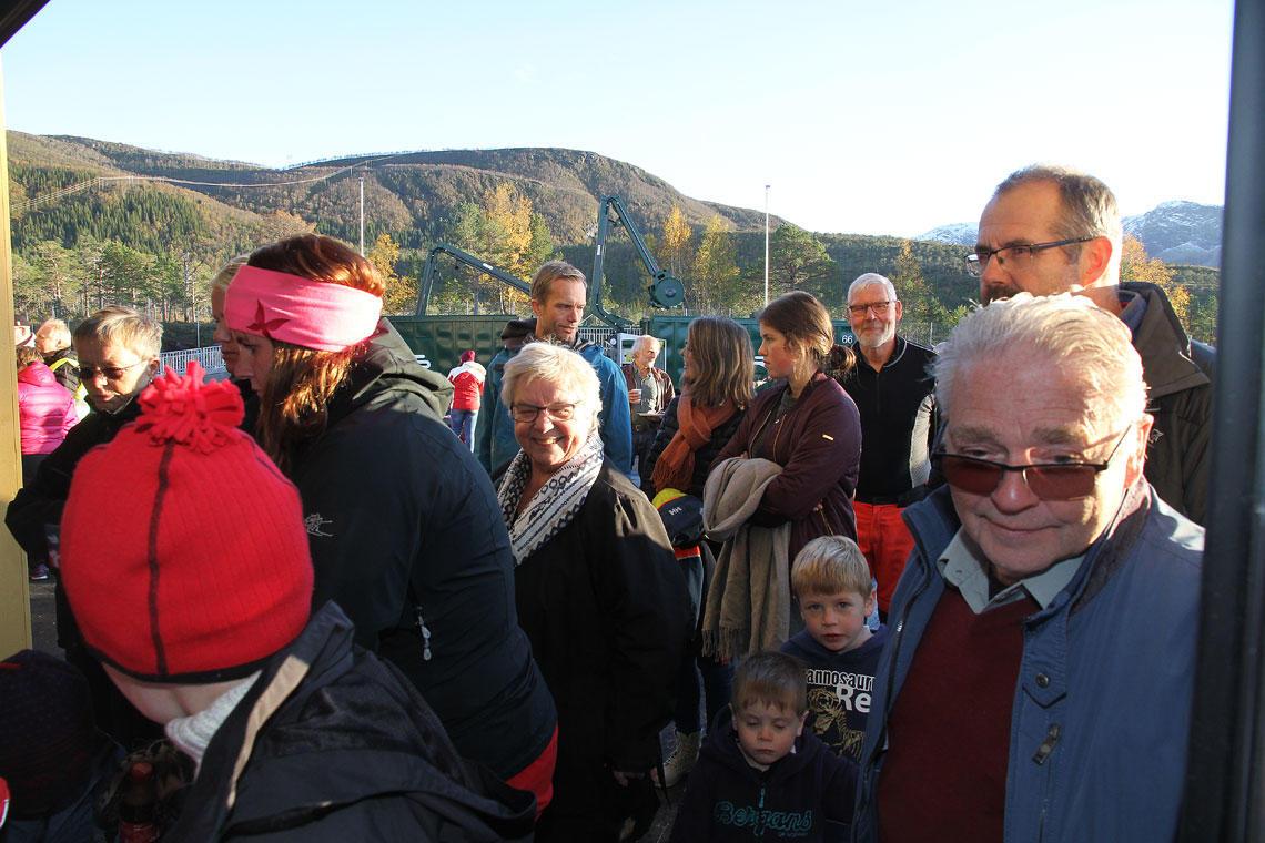 Mange deltok på åpningen av Miljøtorget.