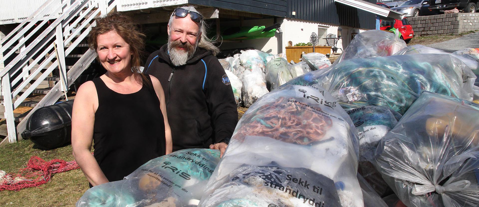 Samboerparet har samlet 1550 kilo marint avfall.