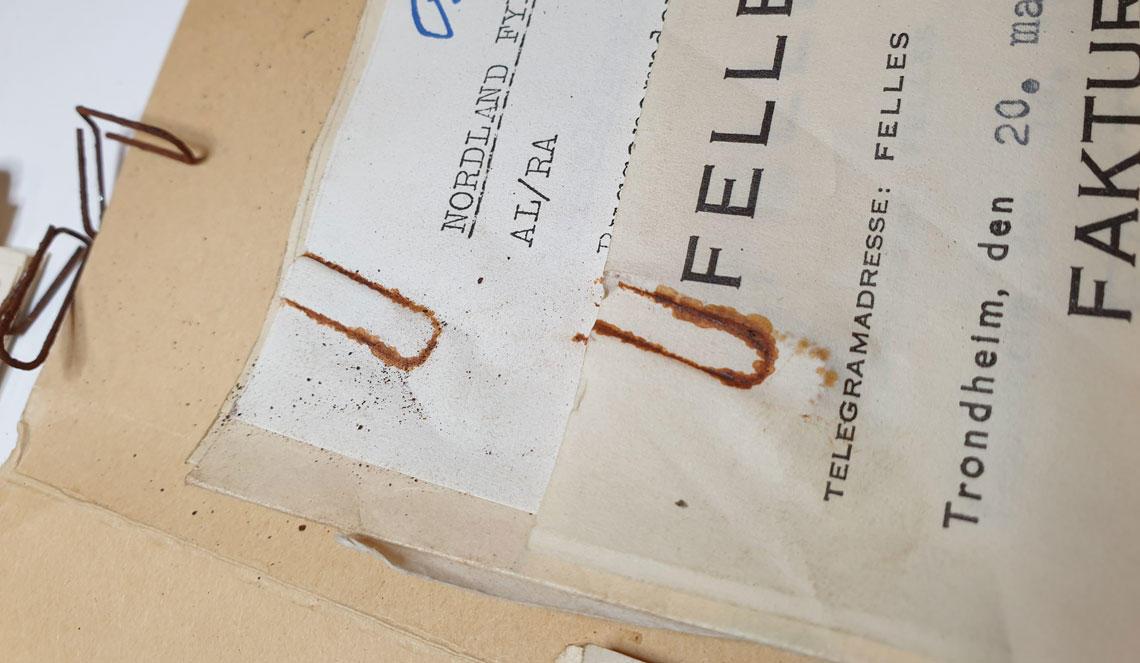 Binders ødelegger dokumenter
