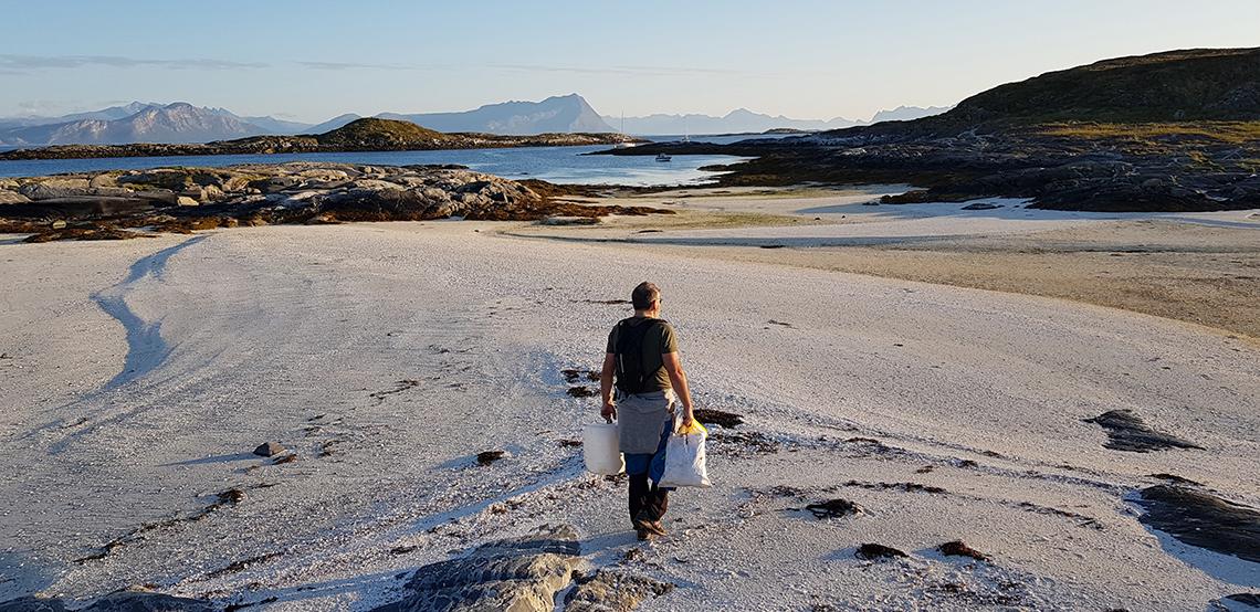Mann på strand