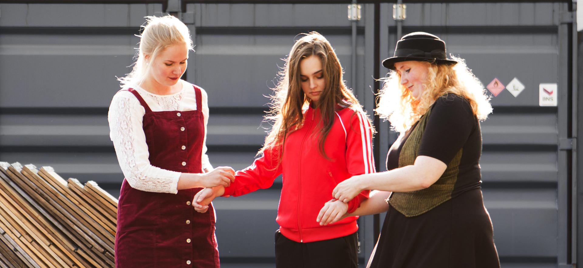 Tre damer - brukte klær