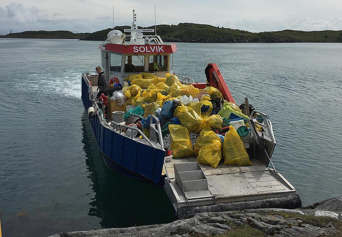 Solvik båten ankommer land.