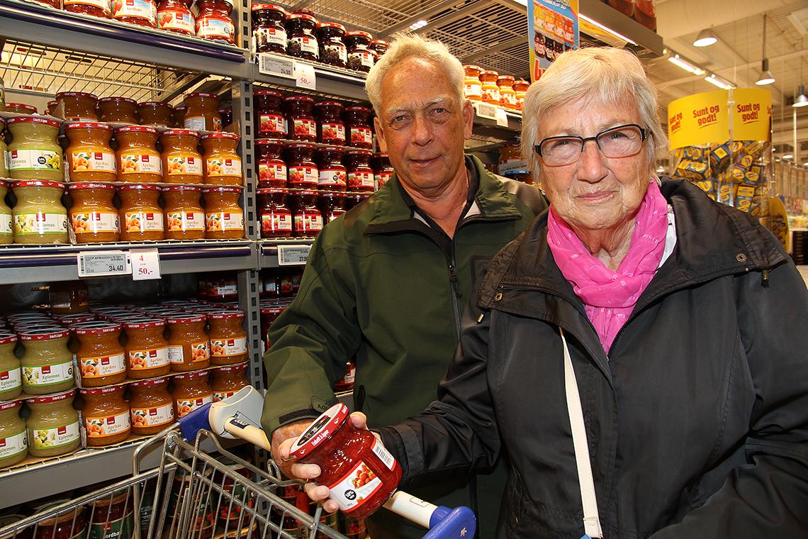 Mann og dame på butikk