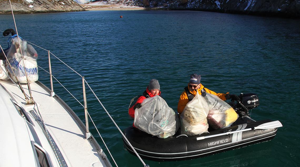 To personer i båt