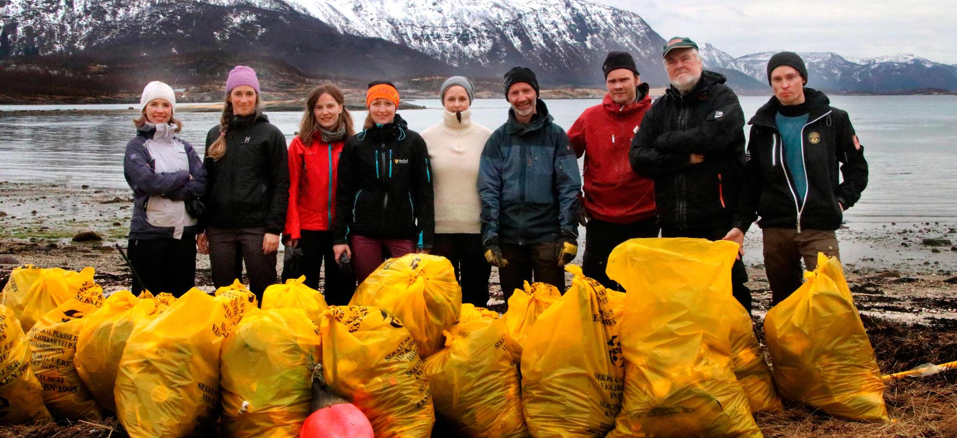 Ansatte ved Nordland fylkeskommune har ryddet strand på Mulstrand nord for Bodø.